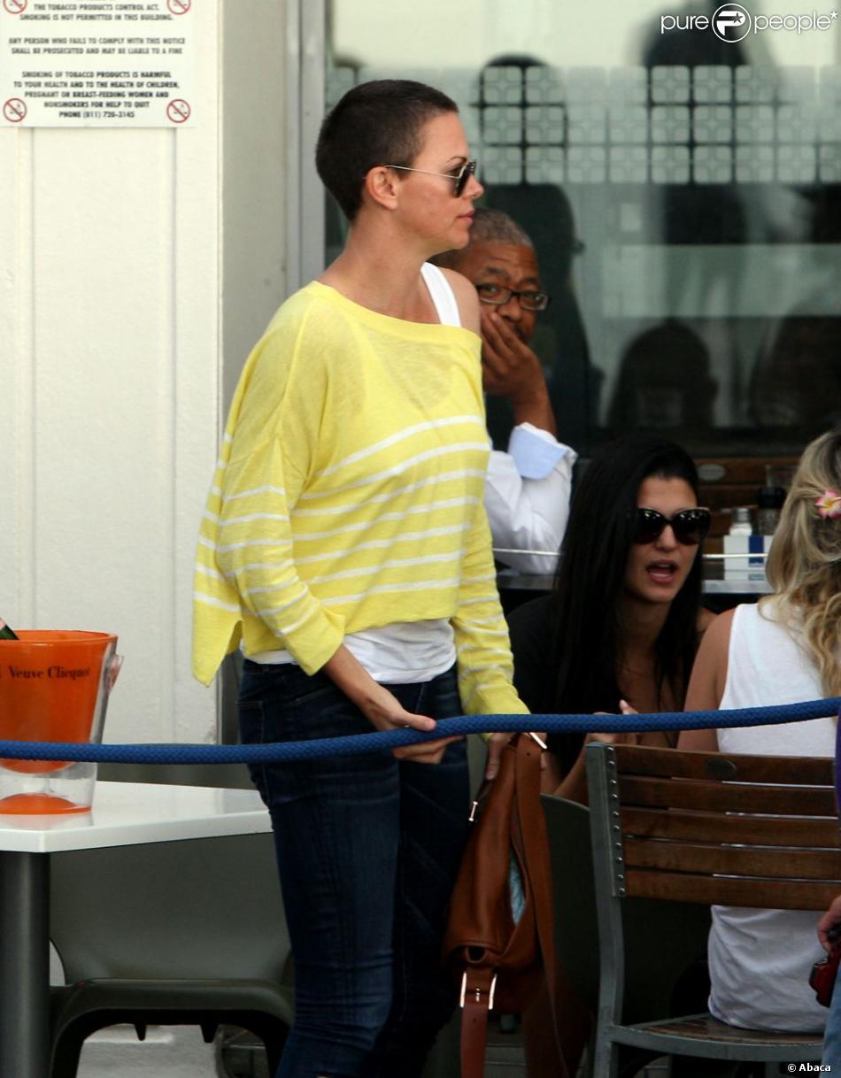 Charlize theron au cap en afrique du sud le 19 novembre 2012 elle s 39 est - Dormir la tete au sud est ...