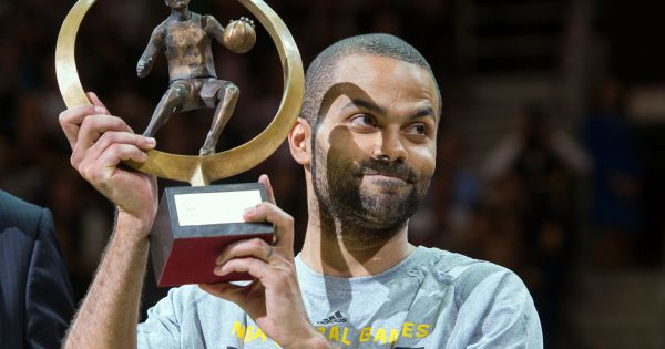 tony parker re oit le troph e de meilleur joueur europ en 2013 berlin le 8 octobre 2014. Black Bedroom Furniture Sets. Home Design Ideas