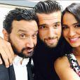 Leila et Aymeric avec Cyril Hanouna le 1er octobre 2014 dans les coulisses de TPMP sur D8.