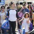 Katie Holmes et sa fille Suri au Farmers Market à Calabasas, le 11 octobre 2014.