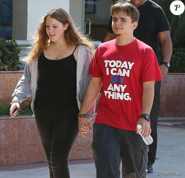 Exclusif - Prince Jackson et sa petite amie Nikita Bess se promènent main dans la main à Los Angeles, le 11 octobre 2014.