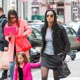 Padma Lakshmi et sa fille KKrishna à New York le 22 mars 2014