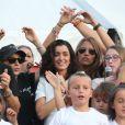 """La chanteuse Jenifer Bartoli participe à la 8e édition des journées de """"La Marie Do"""" à Ajaccio avec la chorale des enfants de l'association, et le traditionnel lâcher de ballons biodégradables. Le 5 octobre 2014"""