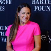 Jennifer Garner : Rose fluo et divine aux côtés de Maria Shriver et sa fille