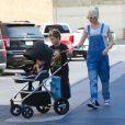 Gwen Stefani et ses fils Kingston et Zuma se promènent à Encino, Los Angeles. Le 19 octobre 2014.