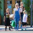 Gwen Stefani et ses fils Kingston, Zuma et Apollo à Encino, Los Angeles, le 19 octobre 2014.