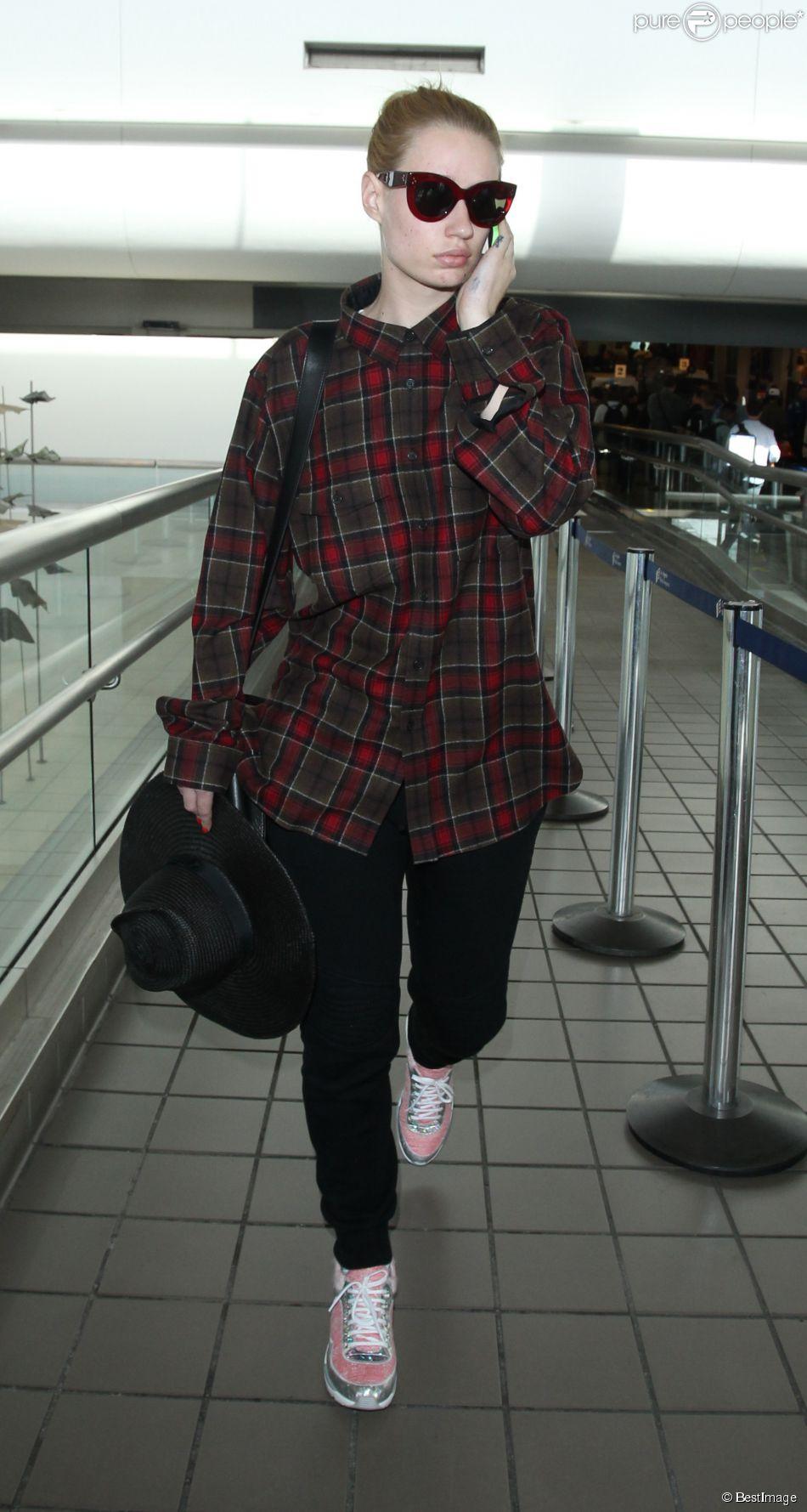 Iggy Azalea arrive à l'aéroport LAX de Los Angeles. Le 20 octobre 2014.