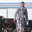 Exclusif - Iggy Azalea promène son chien à Santa Monica, le 8 octobre 2014.