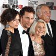 Matthew McConaughey, sa femme Camila Alves, et sa mère Mary Kathlene à la 28e cérémonie du American Cinematheque Award honorant avec Matthew McConaughey à Beverly Hills, le 21 octobre 2014.