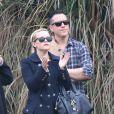 Reese Witherspoon, son mari Jim Toth et son ex-mari Ryan Phillippe assiste au match de football de leur fils Deacon à Brentwood le 8 décembre 2012