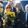 Catherine, mère de Gaël Lopes, assiste aux obsèques de Gaël Lopes (candidat de Rising Star) au crématorium du cimetière du Père Lachaise à Paris, le 27 octobre 2014.