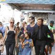 """Exclusif - Johnny Hallyday sur le tournage de son nouveau clip """"Seul"""" (chanson de son nouvel album """"Rester Vivant"""") à Downtown Los Angeles, le 12 octobre 2014. Laeticia Hallyday est restée près de son mari entre chaque prise. Leurs filles Jade et Joy sont également venues sur le tournage."""