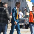 """Ryan Gosling porte un costume bleu des années 70 sur le tournage du film""""Nice Guys"""" à Atlanta, le 27 octobre 2014."""