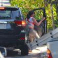 Donna Gosling, mère de Ryan, se rendant chez Eva Mendes pour certainement voir sa petite-fille Esmeralda le 17 septembre 2014