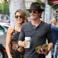 Nikki Reed et son petit ami Ian Somerhalder se promènent à Beverly Hills, le 8 septembre 2014.