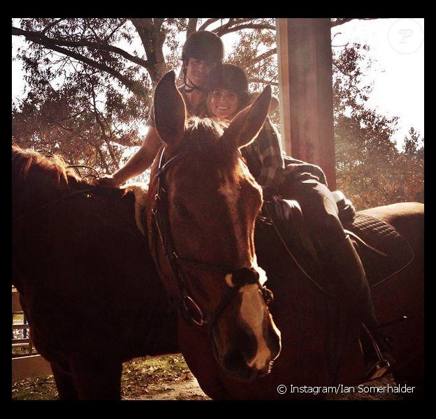 Ian Somerhalder a posté cette adorable photo de lui et de sa girlfriend Nikki Reed sur Instagram, le 28 octobre 2014.