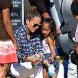 Jennifer Lopez emmène ses enfants Max et Emme au Mr. Bones Pumpkin Patch à West Hollywood, le 11 octobre 2014.