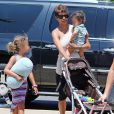 Exclusif - Halle Berry prend un vol à l'aéroport de Maui à Hawaï avec son mari Olivier Martinez, sa fille Nahla et leur fils Maceo, le 1er septembre 2014
