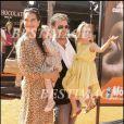 Brooke Shields avec son mari Chris Henchy et leurs filles Rowan et Grier à Los Angeles, le 8 mars 2008.