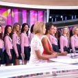 Sylvie Tellier, Miss France 2014, Flora Coquerel et les 33 Miss Régionales de Miss France 2015 sur le plateau du JT de TF1, le 13 novembre 2014.