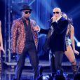 Pitbull et Ne-Yo perform lors des American Music Awards à Los Angeles, le 22 novembre 2014.