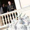 La princesse Charlene, enceinte de 8 mois, et le prince Albert II de Monaco au balcon du palais princier le 19 novembre 2014 lors de la Fête nationale en principauté. Un grand rendez-vous avec les Monégasques avant la naissance des bébés...