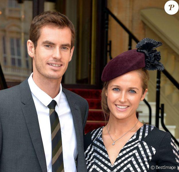 Andy Murray et Kim Sears, après avoir été fait officier de l'ordre de l'Empire Britannique par le prince William, au palais de Buckingham, le 17 octobre 2013