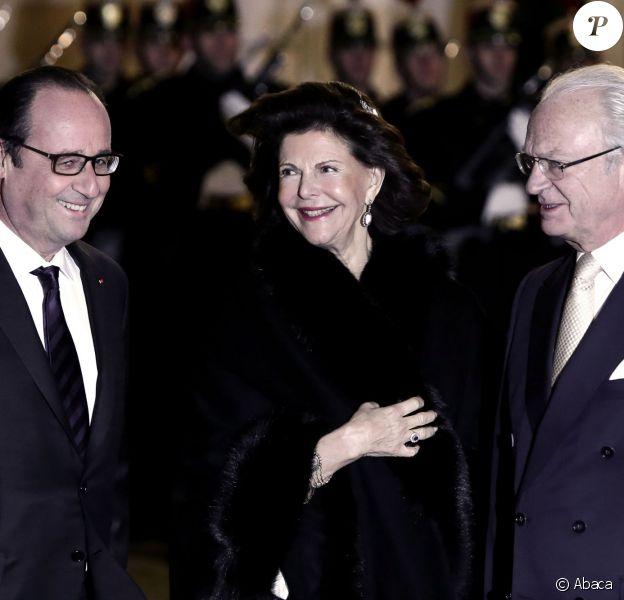 François Hollande recevait le roi de Suède Carl XVI Gustaf et son épouse la reine Silvia au palais de l'Elysée pour un dîner officiel le 2 décembre 2014 à Paris