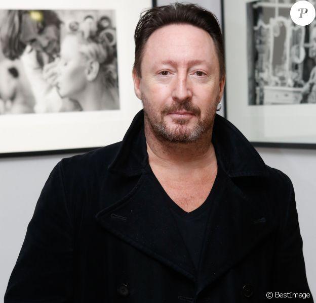 """Le photographe Julian Lennon lors du vernissage de son exposition """"Charlène Wittstock"""" à la Galerie Art Cube à Paris, le 4 décembre 2014."""