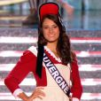 Miss Auvergne, en tenue folklorique de sa région, lors de la cérémonie de Miss France 2015 sur TF1, le samedi 6 décembre 2014.