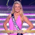 Miss Limousin défile en maillot de bain, lors de la cérémonie de Miss France 2015 sur TF1, le samedi 6 décembre 2014.