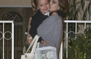 Angelina Jolie : Instant câlin avec sa fille Vivienne (6 ans) et... une perruche