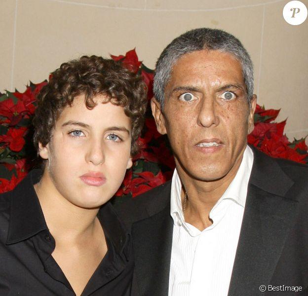 Samy Naceri et son fils Julian à Paris le 1er décembre 2008.