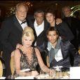 Massimo Gargia, Samy Naceri, son fils Julian, Ivana Trump, John David, à Paris pour la soirée The Best le 1er décembre 2008.