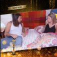 Moundir se réveille aux côtés de Louise, hypnotisée par Messmer, dans En direct avec Arthur sur TF1, le vendredi 19 décembre 2014.