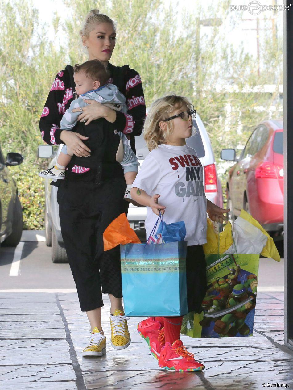 Gwen Stefani et ses enfants se rendent à une fête d'anniversaire avec leurs enfants Apollo et Zuma à Los Angeles, le 21 décembre 2014.