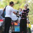 Gwen Stefani et son mari Gavin Rossdale se rendent à une fête d'anniversaire avec leurs enfants à Los Angeles, le 21 décembre 2014.