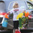 Gwen Stefani se rend à une fête d'anniversaire avec ses enfants Apollo et Zuma à Los Angeles, le 21 décembre 2014.