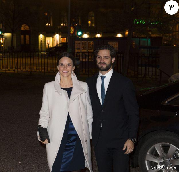 """Le prince Carl Philip de Suède et sa fiancée Sofia Hellqvist au concert de Noël """"Christmas in Vasastan"""" à l'église Gustav Vasa à Stockholm, le 22 décembre 2014."""
