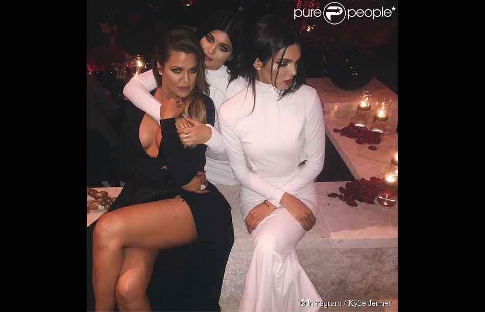 Khloé Kardashian, Kylie et Kendall Jenner : trois bombes lors de la soirée de Noël de la famille Kardashian. Los Angeles, le 24 décembre 2014.