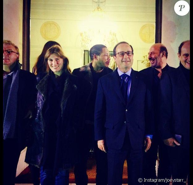 Le 22 décembre 2014, JoeyStarr a posté cette photo où on le voit à l'Elysée avec Dominique Besnehard, Lola Doillon, Cédric Klapisch, Pierre Lescure et François Hollande