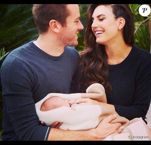Armie Hammer a dévoilé la toute première photo de sa fille Harper sur le compte Instagram de sa femme Elibabeth Chambers.