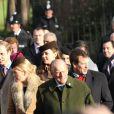La famille royale britannique lors de son rassemblement annuel, le 25 décembre 2014, pour la messe de Noël à Sandringham. La reine Elizabeth II et le duc d'Edimbourg étaient entourés des princes Charles, William et Harry, de Kate Middleton, de la princesse Anne, du comte et de la comtesse de Wessex, de Peter et Autumn Phillips...