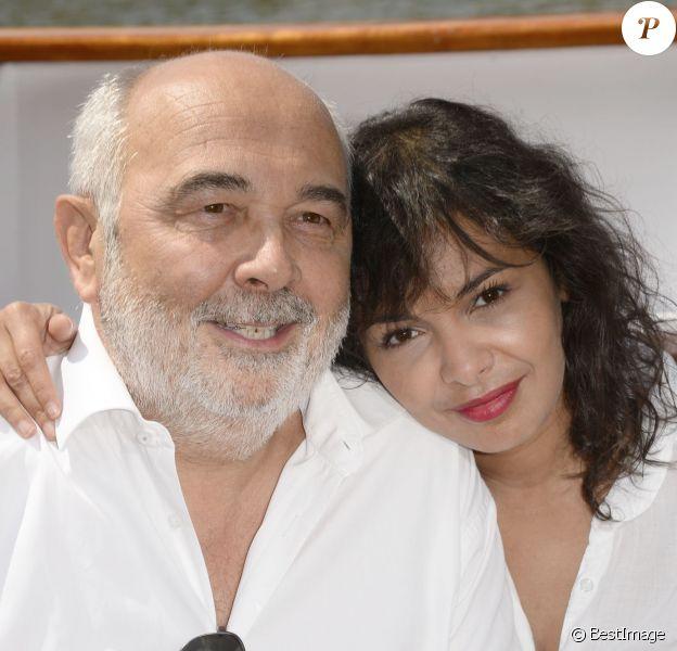 Gérard Jugnot et sa compagne Saida Jawad à Paris le 30 juin 2013.