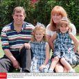 Le prince Andrew et Sarah Ferguson en 1996 avec leurs filles Eugenie et Beatrice