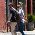 Emma Stone et son petit ami Andrew Garfield font du shopping à New York, le 23 juin 2014.
