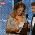 La cérémonie des Golden Globes 2015 : Jennifer Lopez, super hot, et Jeremy Renner remettent le prix de la meilleure série dramatique à Fargo