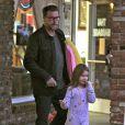 Exclusif - Tori Spelling, Dean McDermott et leurs enfants Liam et Stella se rendent dans un salon de massage à Studio City, le 11 janvier 2015.