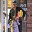 Exclusif - Tori Spelling, son mari Dean McDermott et leurs enfants Liam et Stella se rendent dans un salon de massage à Studio City, le 11 janvier 2015.