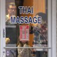 Exclusif - Tori Spelling, son époux Dean McDermott et leurs enfants Liam et Stella se rendent dans un salon de massage à Studio City, le 11 janvier 2015.